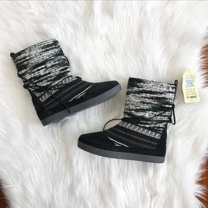 {Toms} NWT Black & Grey Nepal Woven Boots